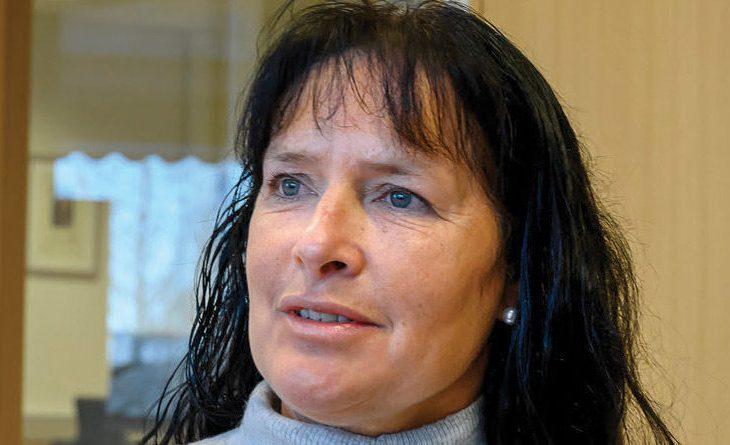 RAMMET AV HJERNESLAG: 29. april segnet Kjersti Småstuen om på jobben med hjerneslag. Et snaut år seinere sliter hun fortsatt med å tilpasse seg hverdagen og begrense aktiviteten på ulike idrettsarenaer de r hun har vært involvert i flere tiår. FOTO: BRYNJAR EIDSTUEN, OA