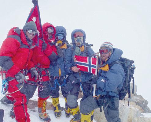 DHAULAGIRI 2011: Sammen med Stian Voldmo var Øyvin og Brit de første norske som besteg Dhaulagiri 8167 moh. FOTO: PRIVAT