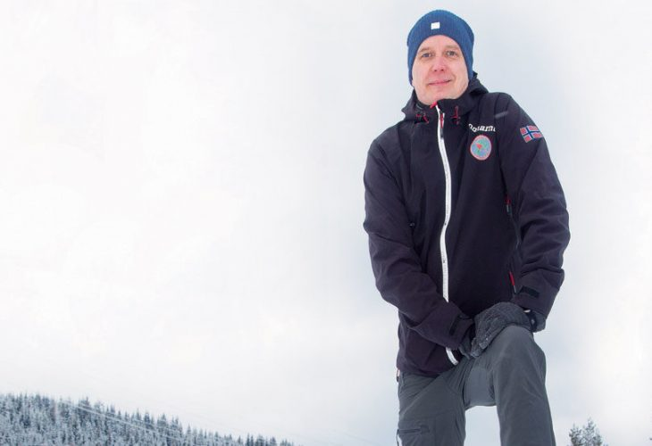 LANG ERFARING: Norges Orienteringsforbunds nye generalsekrestær har lang erfaring som idrettsleder. Han gleder seg til å komme skikkelig igang og er optimist selv om coronatida har preget også o-sporten. FOTO: JENS O. KLØVRUD