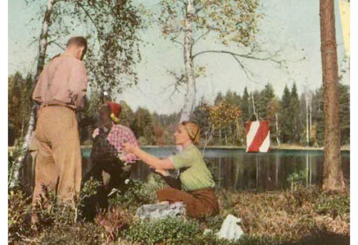 MÅLPLASS: Idyllisk målplass med muligheter for vask. Fra Skärmen 1945