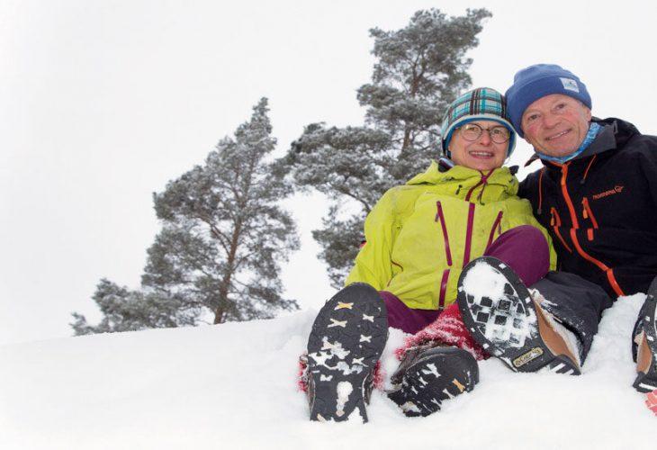 2021: Brit Volden og Øyvin Thon. Paret som preget norsk orientering på 80-tallet, sitter sjelden stille. Korte og lange turer, gjerne langsomme, er viktige for o-paret i Kongsberg. FOTO: JENS O. KLØVRUD