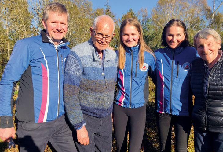O-FAMILIE: Familien Rebård har på ulikt vis bidratt til utviklingen av o-sporten i Sandefj ord. Fra venstre Trond (Gjelstad), Leif Olav, Gjendine, Tiri og Unn. FOTO: TOMMY GULLORD