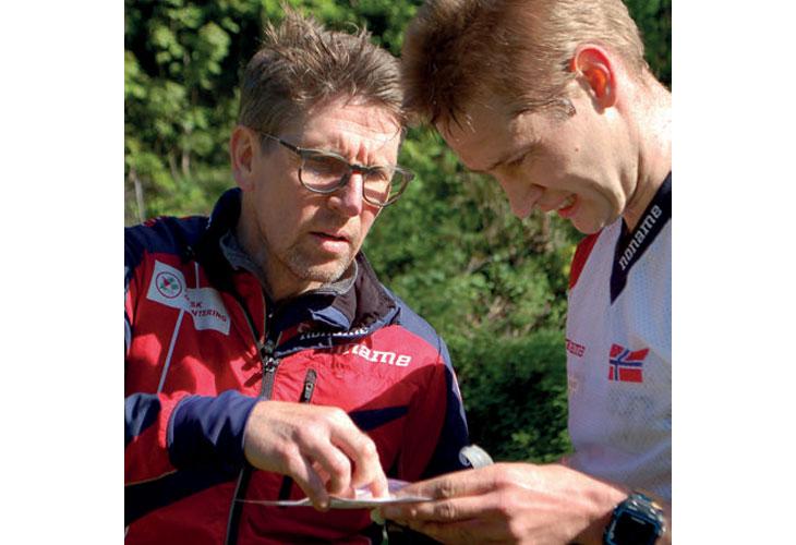 TETT PÅ: Landslagssjef Janne Salmi er imponert over gruppa og tror Olav Lundanes er en sterk medaljekandidat også i år. FOTO: IVAR HAUGEN